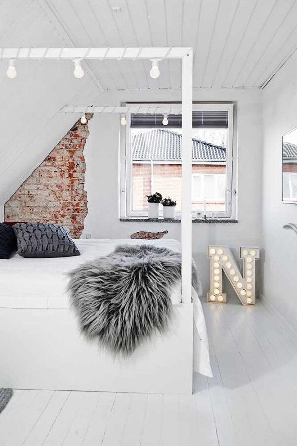 Letra decorativa 3D com luzes embutidas pode facilmente substituir um abajur no quarto