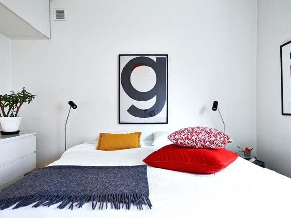 Letra decorativa em formato de quadro para o quarto de casal.