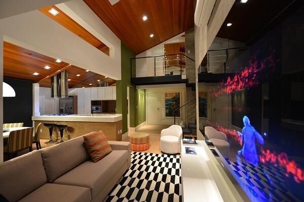 Loft com tapete geométrico preto e branco