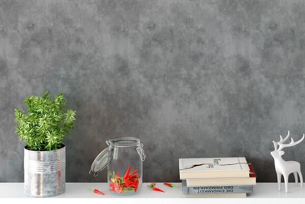 Ambiente decorado com papel de parede cimento queimado