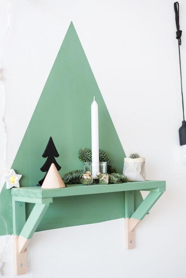 Pintura na parede simula uma árvore de Natal