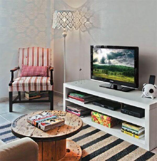 Poltronas para sala de tv com design vintage complementa a decoração