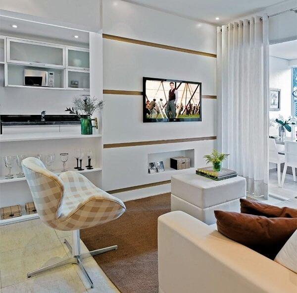 Poltronas giratórias para sala de tv com decoração clean
