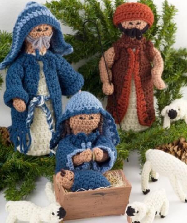 Personagens feitos com a técnica de crochê