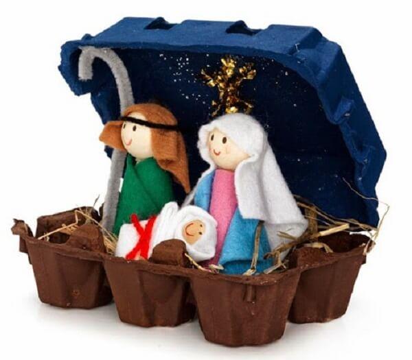 Caixinha de ovo e personagens feitos em feltro