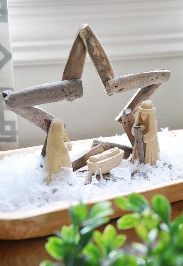 Modelo de Presépio feito com galhos e peças em madeira