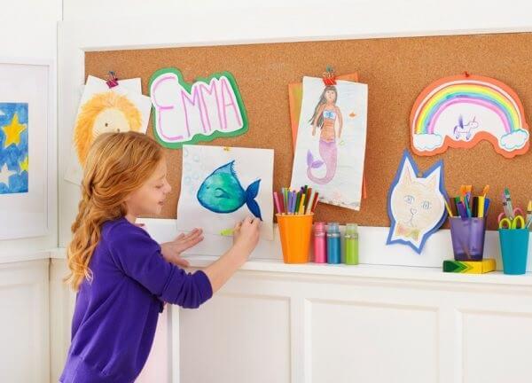 Quadro feito de cortiça para o quarto de crianças