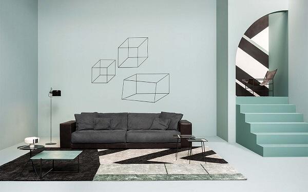 Sala de estar com decoração minimalista e tapete geométrico