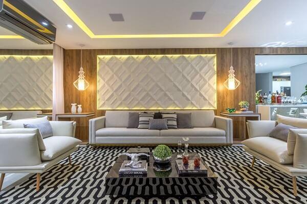 Sala de estar com parede feita com placa de gesso 3D e tapete geométrico