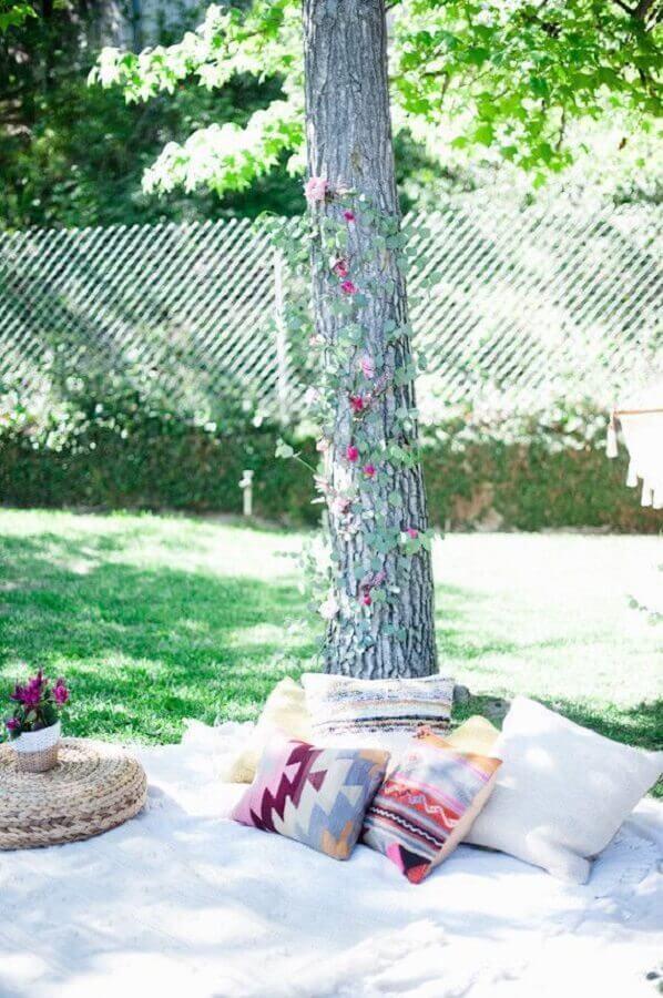 almofadas coloridas para decoração de picnic Foto Assetproject