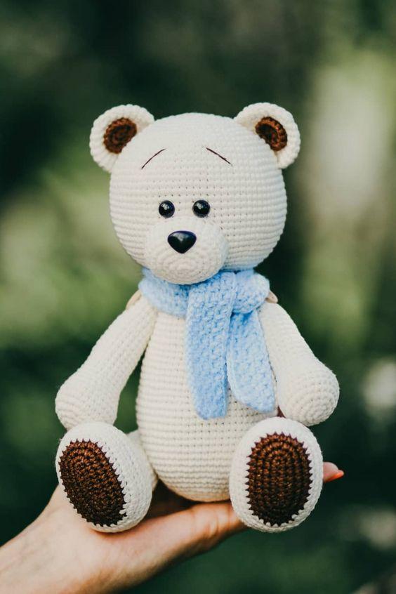 Ursinho de crochê com cachecol - linha Anne dupla | 846x564