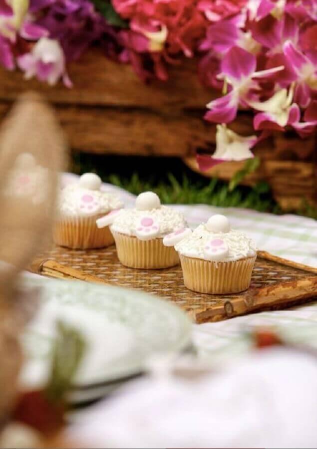 aniversário piquenique com cupcakes personalizados Foto Assetproject