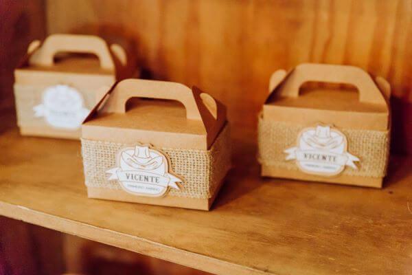 Lembrancinhas de aniversário de 1 ano com caixa personalizada