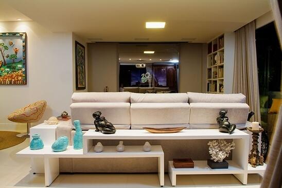 aparador de sofá - aparador com obras de arte