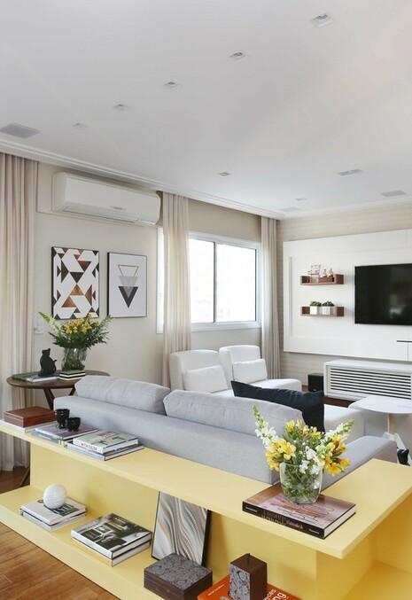 aparador de sofá - sala com aparador amarelo