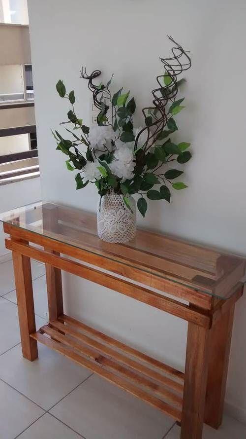 aparador de vidro - aparador de madeira com vidro e parede branca