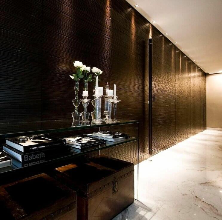 aparador de vidro - corredor com aparador de vidro