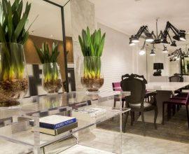aparador de vidro - sala de jantar com aparador de vidro com prateleiras - Karla Silva
