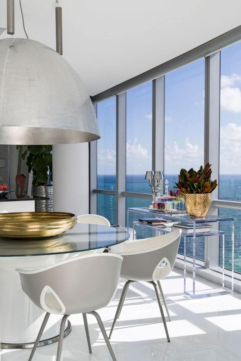 aparador de vidro - sala de jantar com aparador de vidro transparente