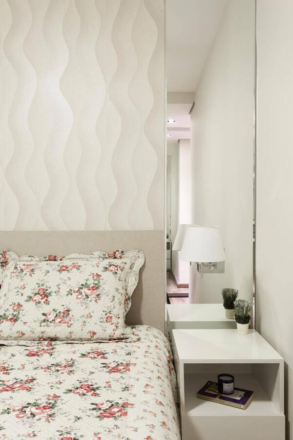 arandela para quarto - quarto de casal com arandela de abajur