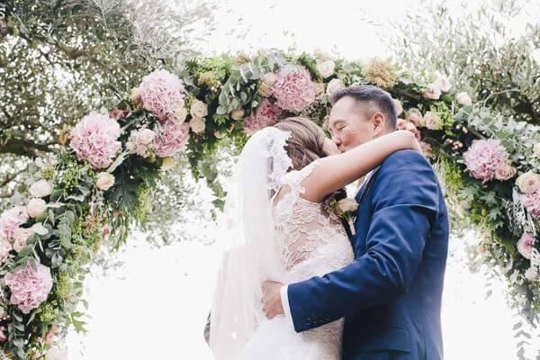 Arco de flores para casamento com hortênsias