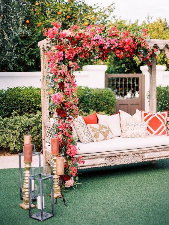 Arco de flores para casamento rosa e vermelho