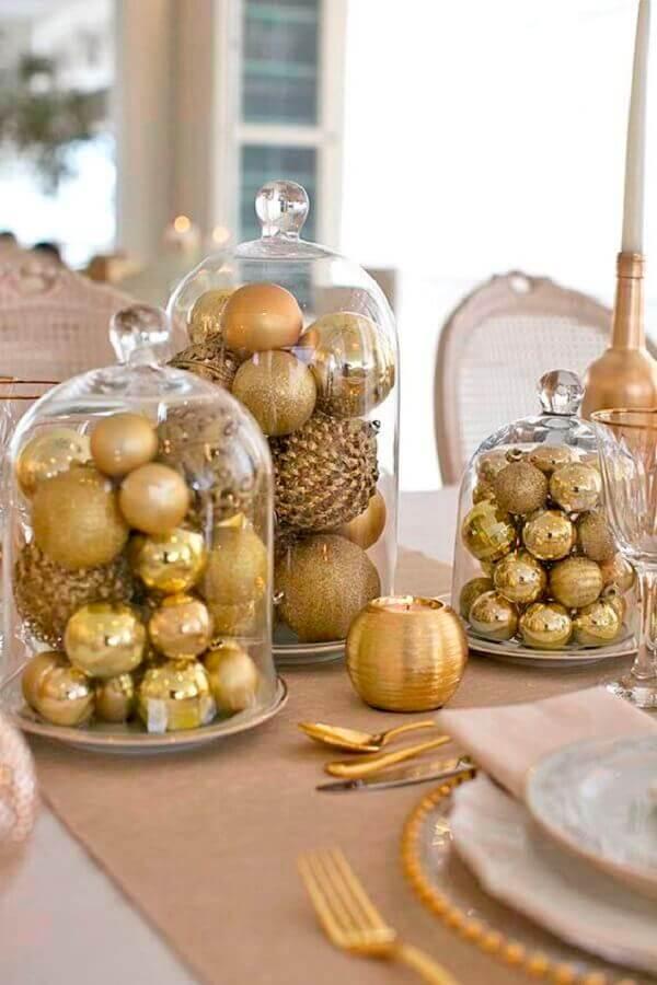 arranjo com bolas douradas para decoração de ano novo Foto Construindo Minha Casa Clean