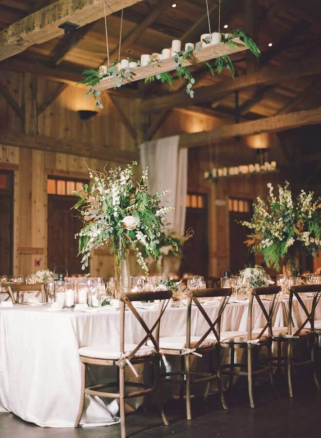 arranjo com folhagens para casamento no campo Foto Webcomunica