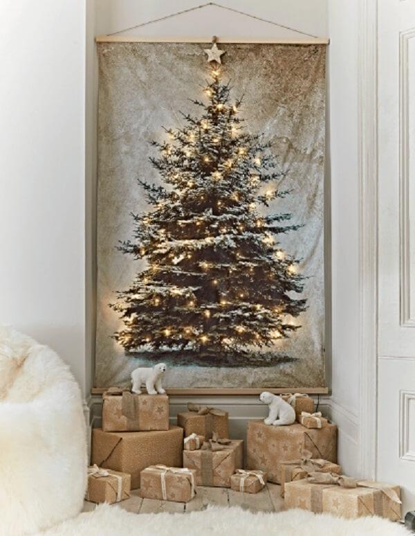Árvore de Natal na parede feita com painel iluminado