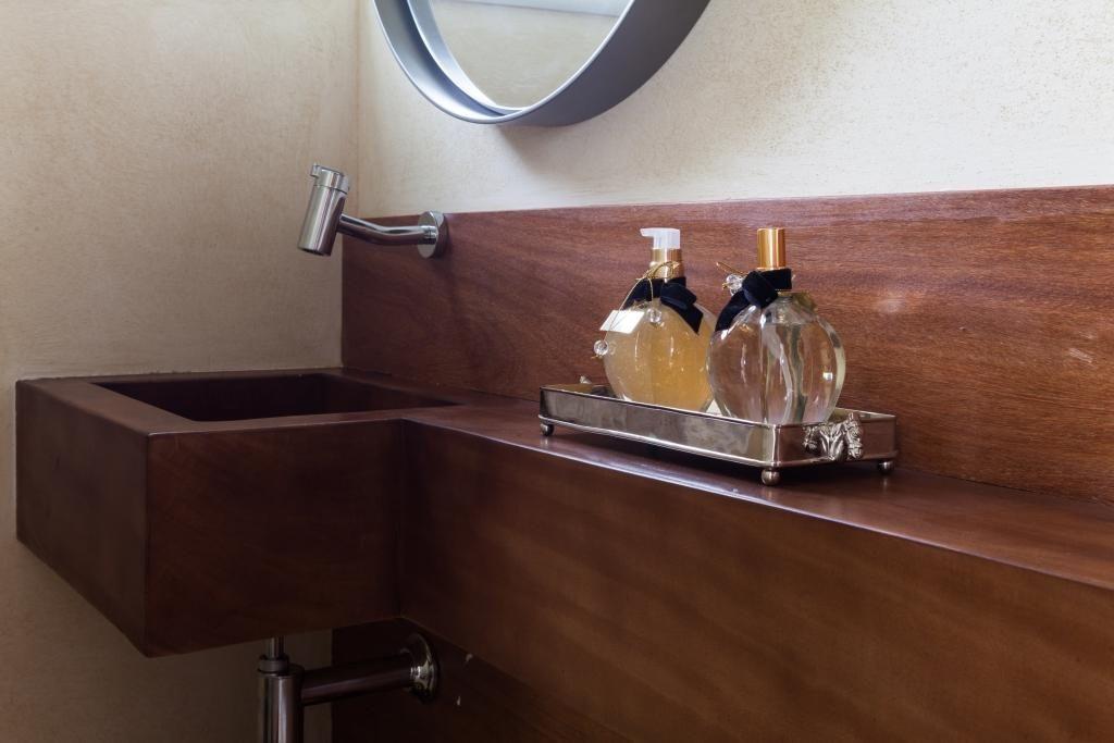 balcão para banheiro - lavabo com balcão e cuba de madeira