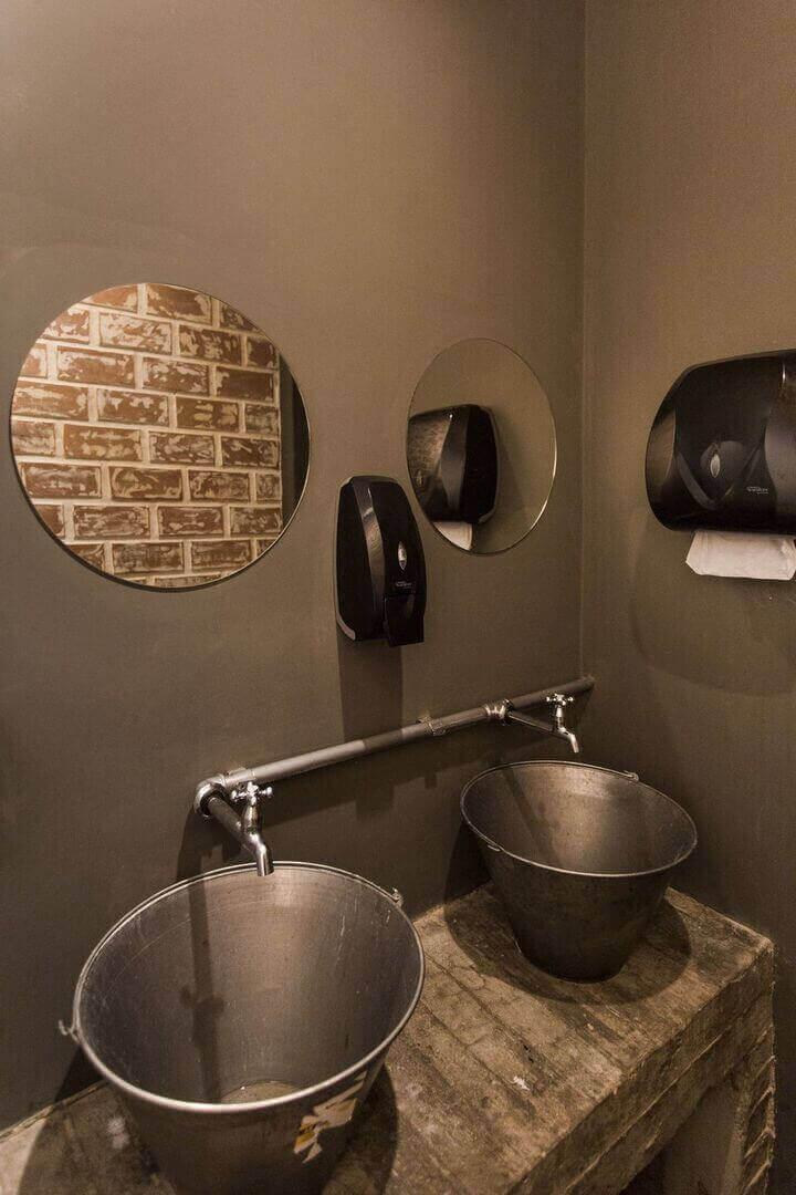 balcão para banheiro - lavabo em estilo industrial