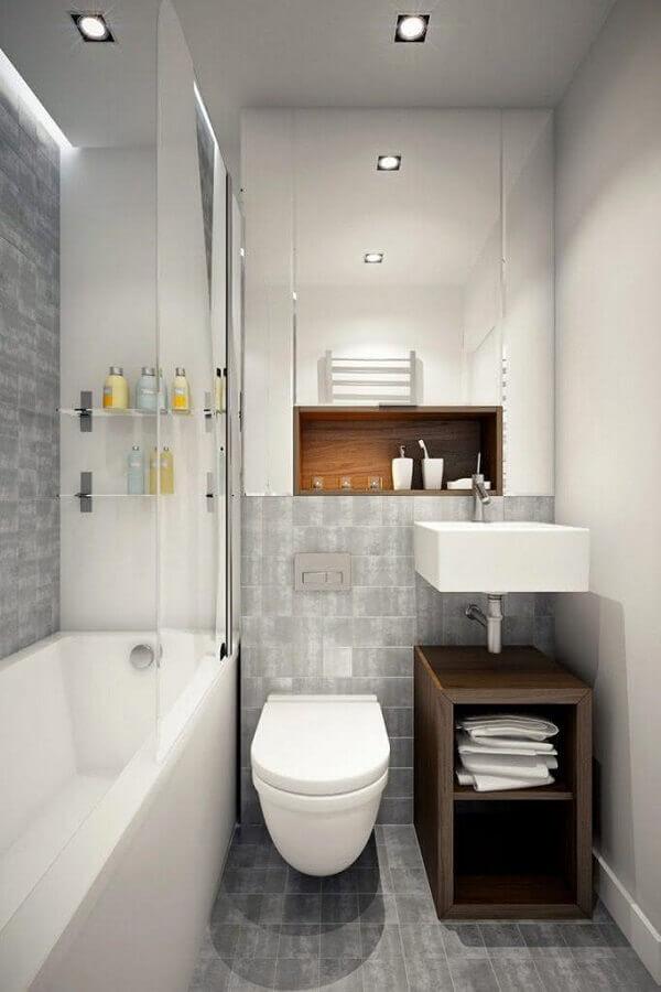 banheiro cinza pequeno decorado com prateleira de vidro Foto Divian Arts