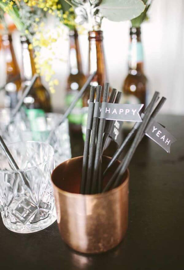 Bar para festa de 18 anos com canudos personalizados