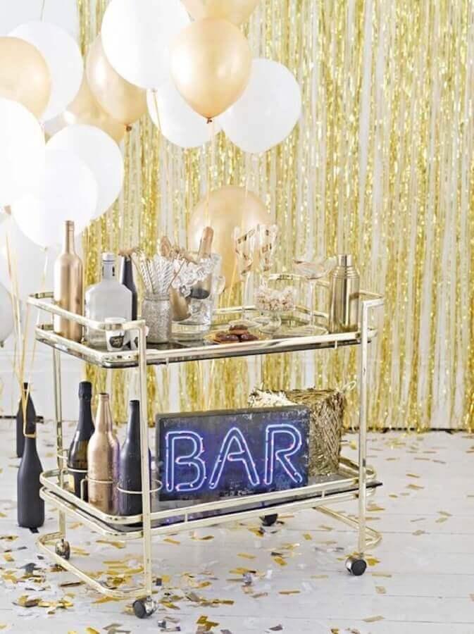barzinho decorado para festa de réveillon com balões Foto Luise & Fritz