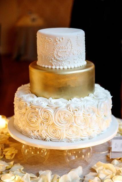 bodas de ouro - bolo branco e dourado