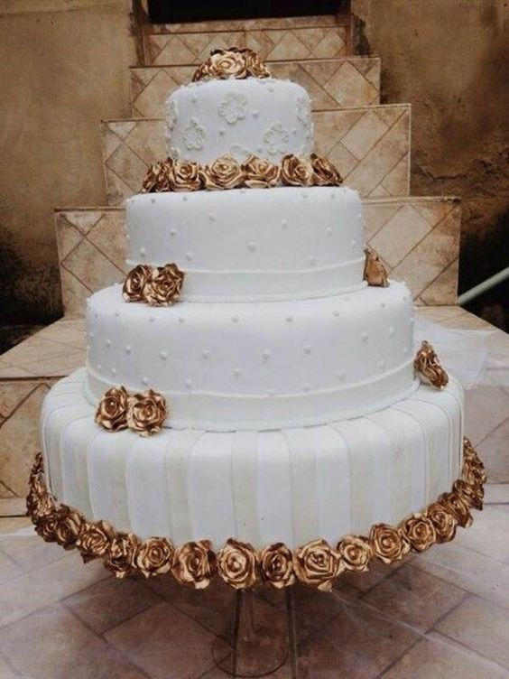 bodas de ouro - bolo com flores douradas