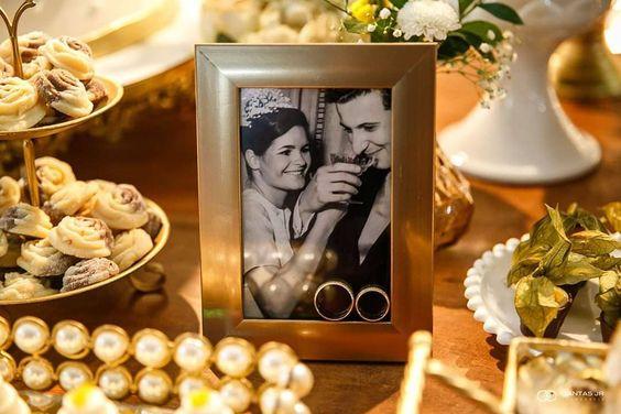 bodas de ouro - mesa de festa com porta-retrata