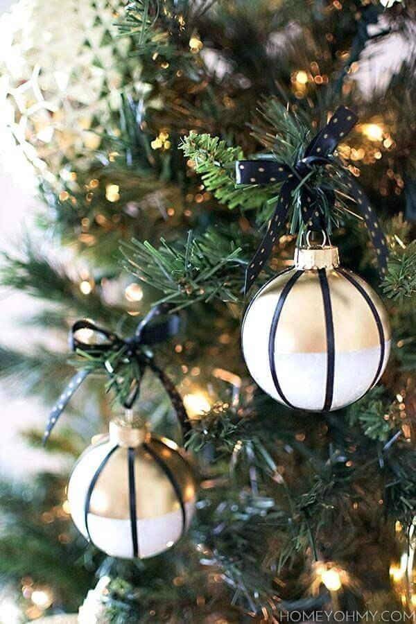 bolas diferentes para enfeites de árvore de natal Foto Pinosy