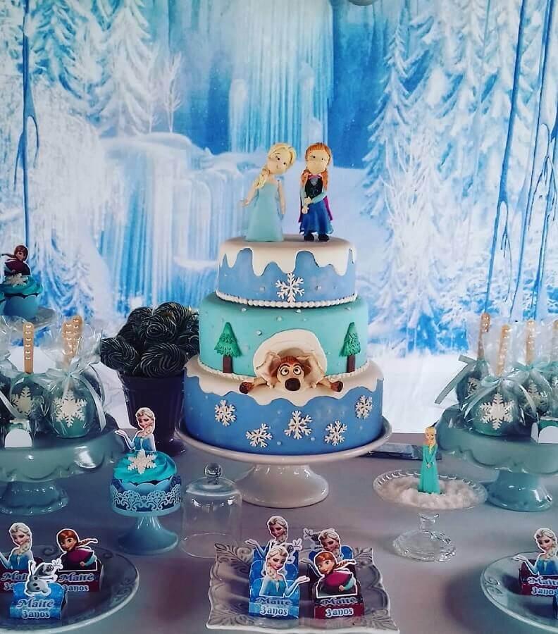 bolo 3 andares decorado com pasta americana para festa infantil da frozen Foto Ateliê Meu Evento