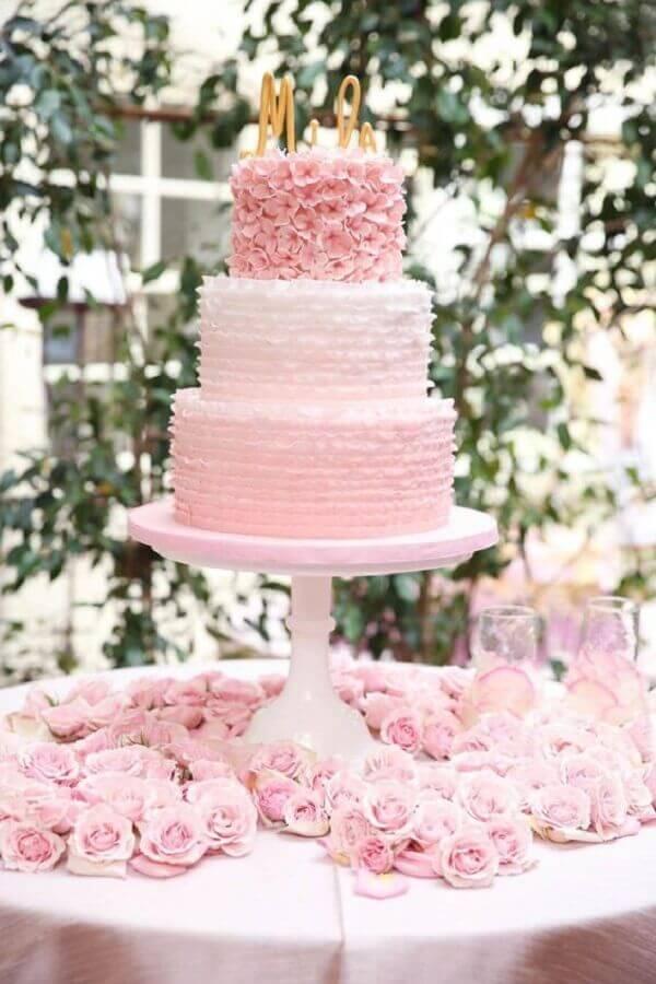 bolo de casamento com chantilly cor de rosa 3 andares Foto Weddbrook