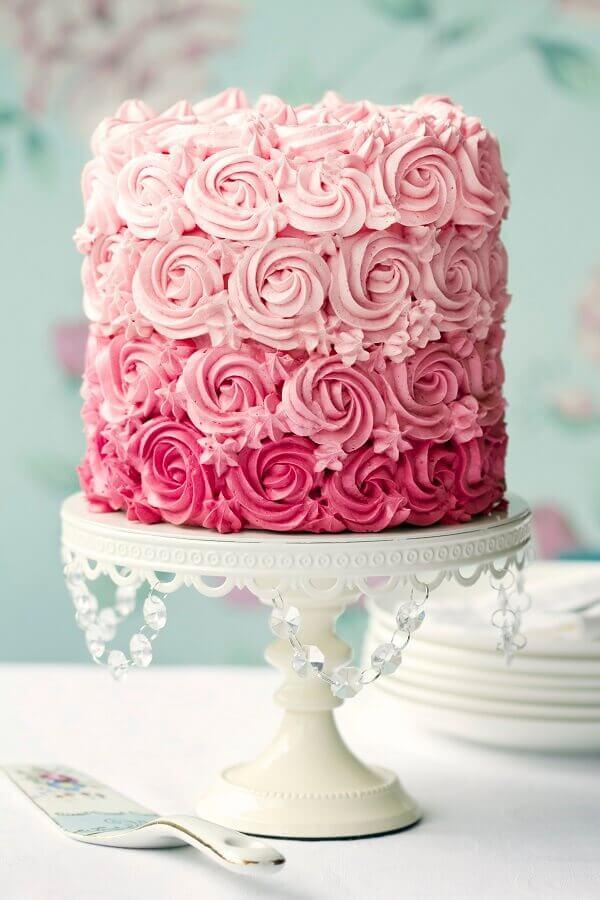 bolo de casamento com chantilly cor de rosa Foto Orchel Bakery