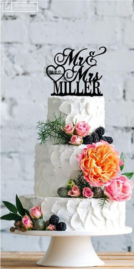 bolo de casamento com chantilly e flores coloridas Foto Etsy