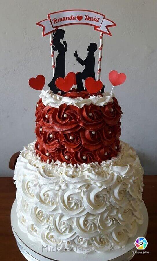 bolo de casamento com chantilly vermelho e branco Foto Pinterest