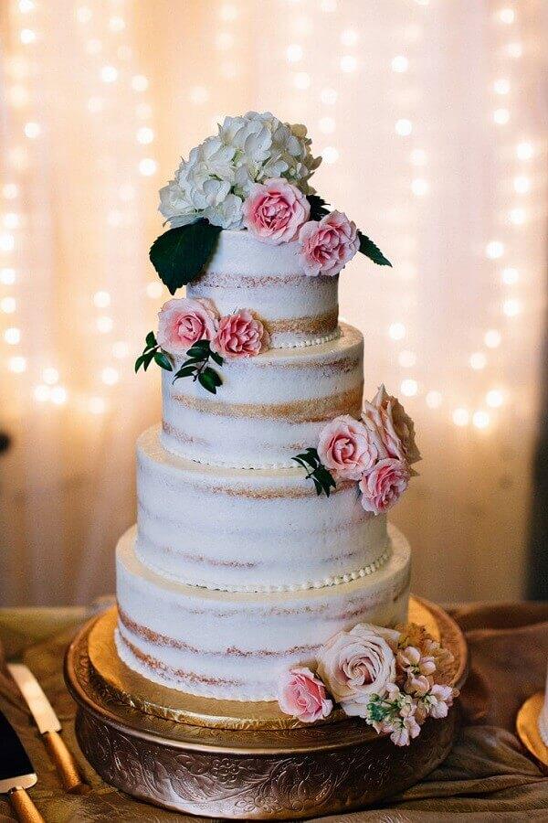 bolo de casamento com flores 4 andares Foto The Knot