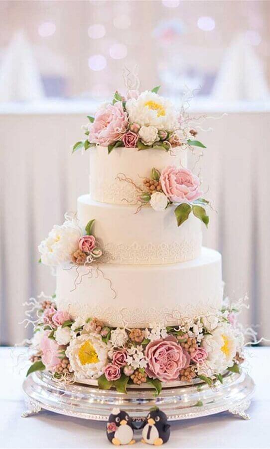 bolo de casamento com flores Foto Fab Mood