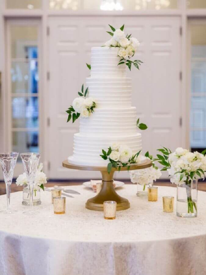 bolo de casamento com flores brancas Foto Wedding Chicks