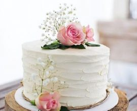 bolo de casamento com flores e chantilly Foto Easy Weddings