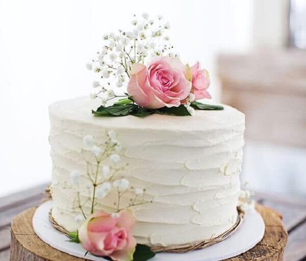 bolo de casamento com flores e chantilly Foto Easy Weddings