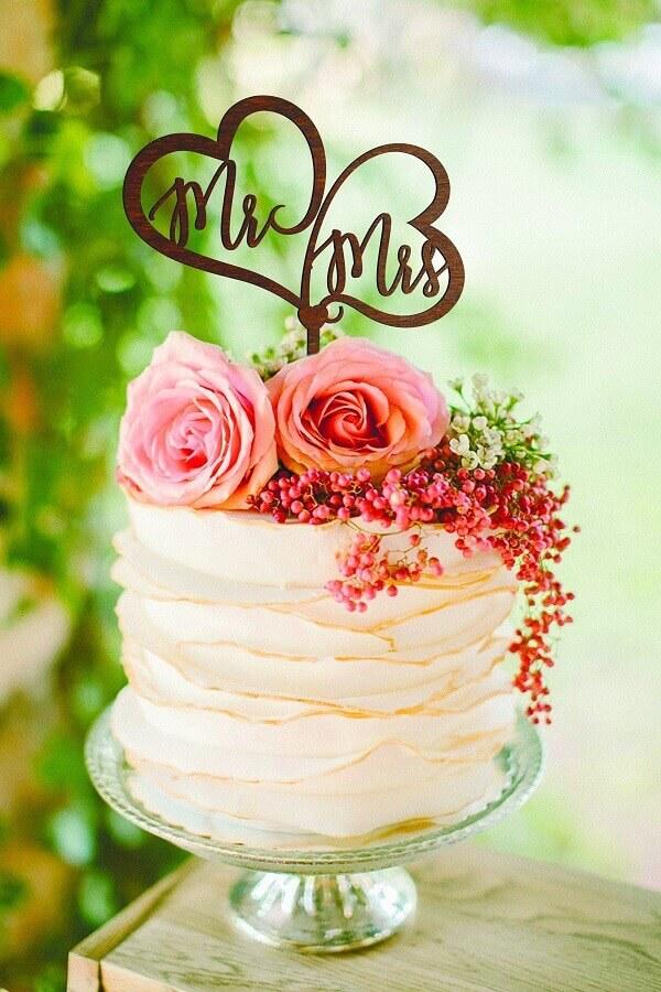 bolo de casamento com flores no topo Foto Etsy
