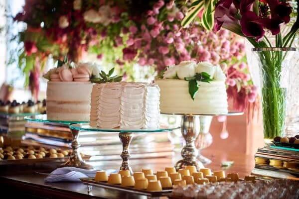 Trio de bolos para decoração de festa simples